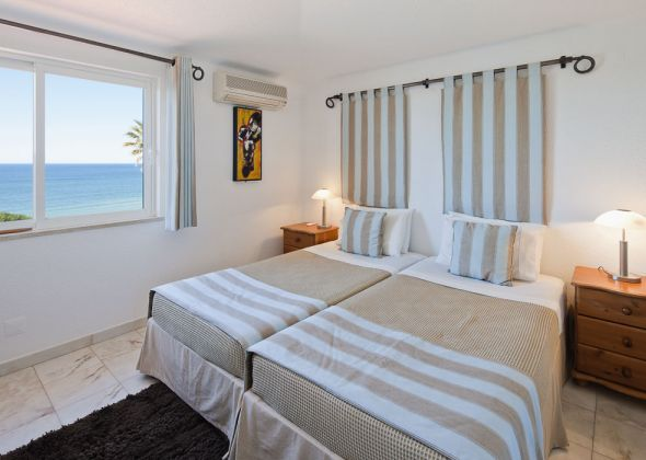 017A vale do lobo bedroom