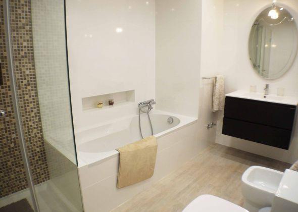 879ab vale do lobo ensuite bath and shower room