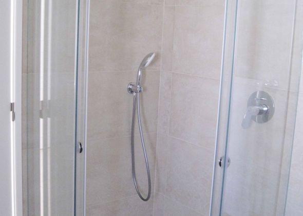 928 vale do lobo shower room