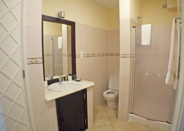 109 val verde shower room