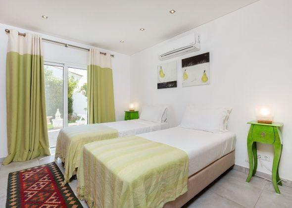 Villa Sola, 113 Dunas Douradas twin bedroom