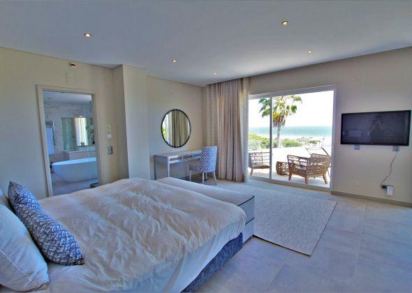 Villa Atlantico, 43 Encosta do Lobo master double bedroom