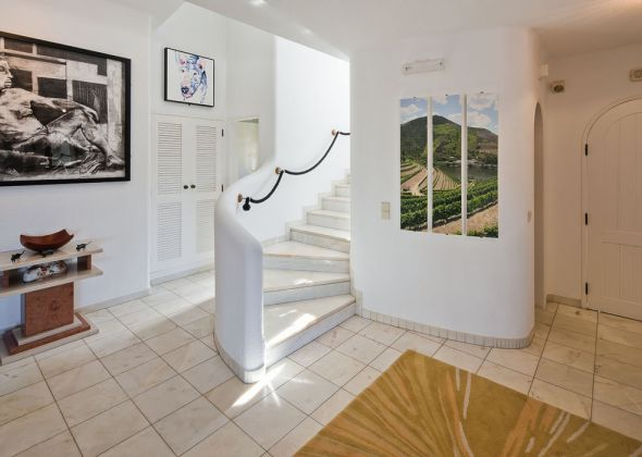 017A vale do lobo hallway and stairs