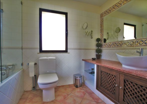 Dunas Douradas villa 918 en-suite bathroom