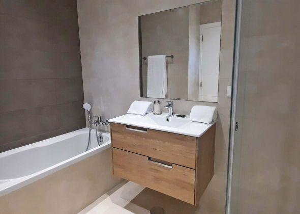 65 vale do lobo bathroom