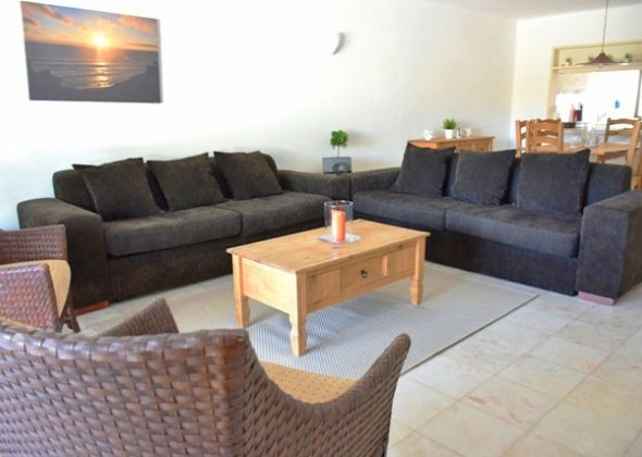 928 vale do lobo living-dining area