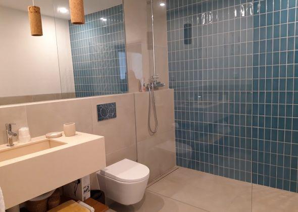 107 val verde newly refurbished shower room