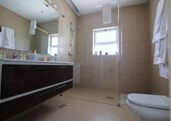 Villa Roselle, 914 Dunas Douradas ground floor bathroom