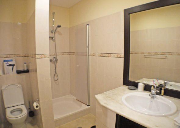 109 val verde ensuite shower room