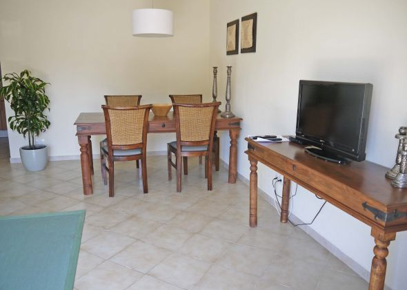 109 val verde dining area