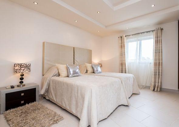 Villa Swakeleys, 1 Val Verde bedroom