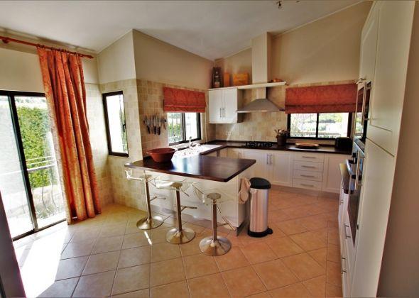 Dunas Douradas villa 918 kitchen