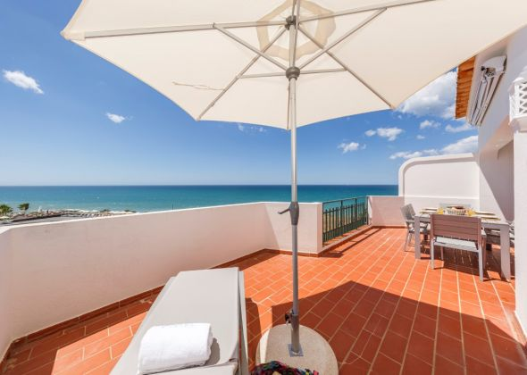 005 vale do lobo upper terrace with sea view
