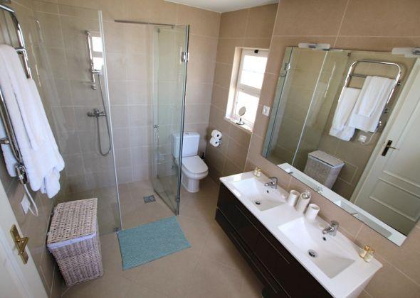 Villa Roselle, 914 Dunas Douradas master en-suite bathroom upstairs