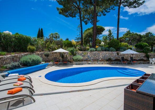 Villa Swakeleys, Val Verde pool