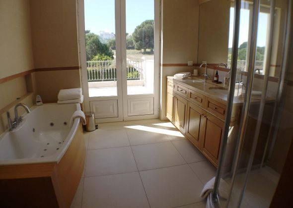 41 val verde bathroom with view