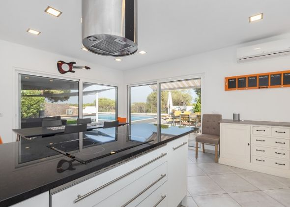 Villa Sola, 113 Dunas Douradas dining and kitchen area