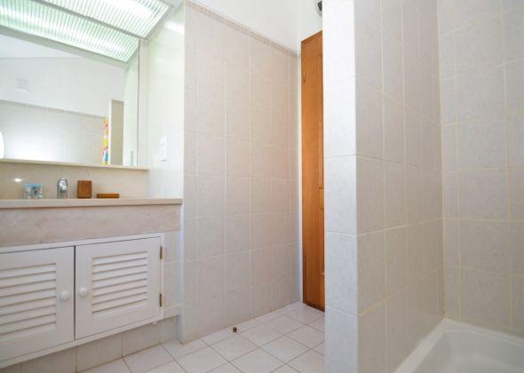 Villa Loro, 603 Dunas shower room