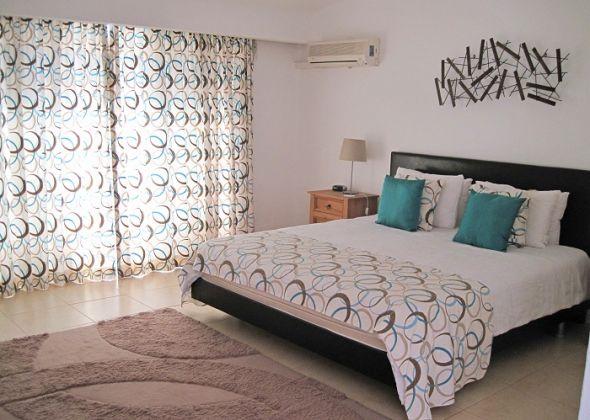 928 vale do lobo master bedroom