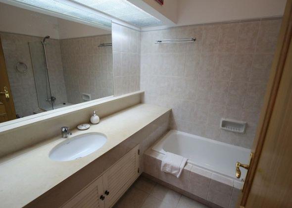615 dunas douradas bathroom