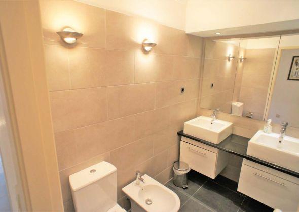 637BB Vale do Lobo shower room