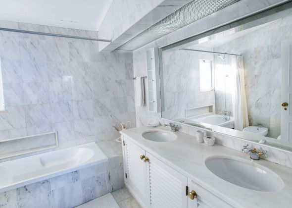 017 vale do lobo bathroom