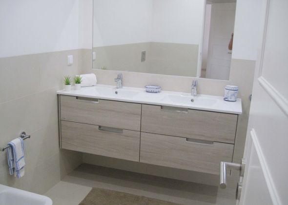 928 vale do lobo bathroom