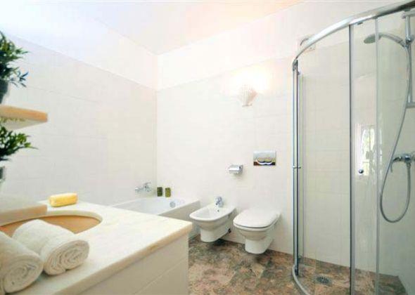 303D Dunas Douradas en-suite bathroom