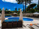 Villa Swakeleys, 1 Val Verde exterior