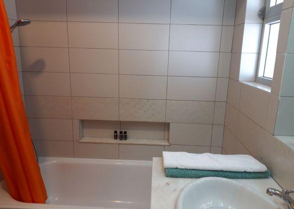apartment 854c vale do lobo bathroom