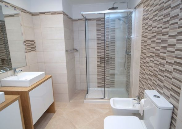 master en-suite shower room 941b vale do lobo