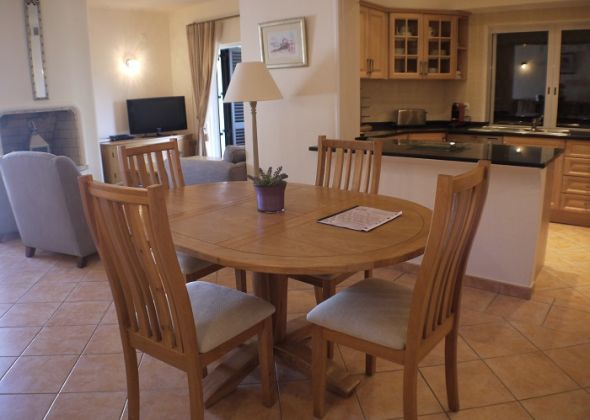 879ab vale do lobo dining-living room