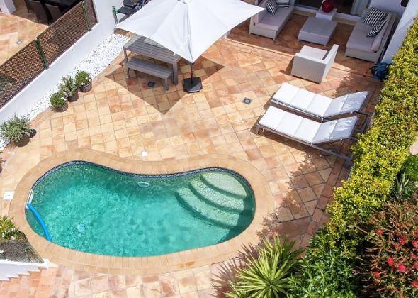 640 dunas douradas pool area