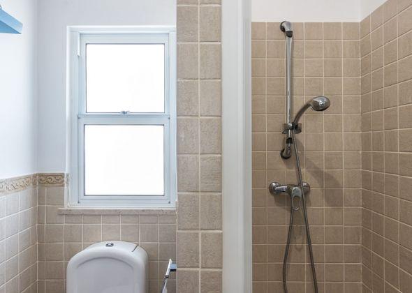 640 dunas douradas shower room